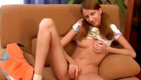 Watch the nice alone posing of the gorgeous sweetheart masturbating the twat